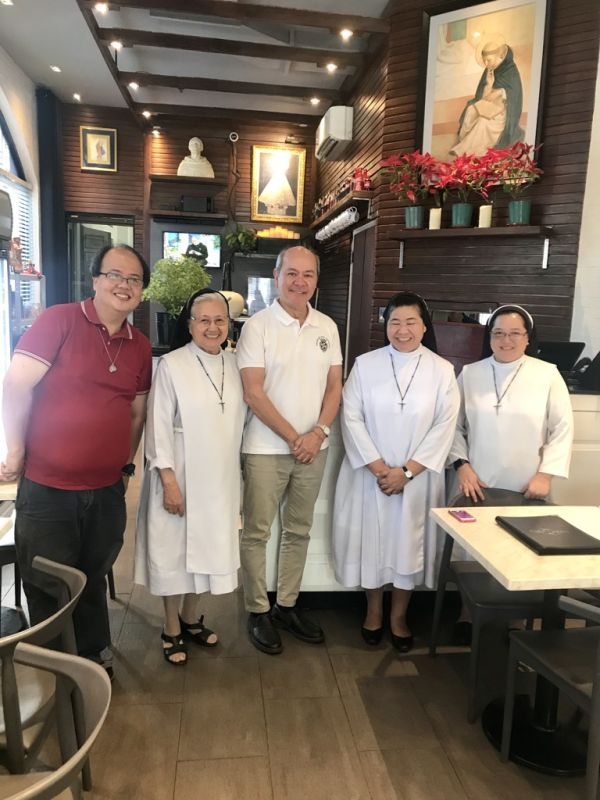 Mother Jess OP and the Sta. Catalina Sisters with Nestor Limqueco